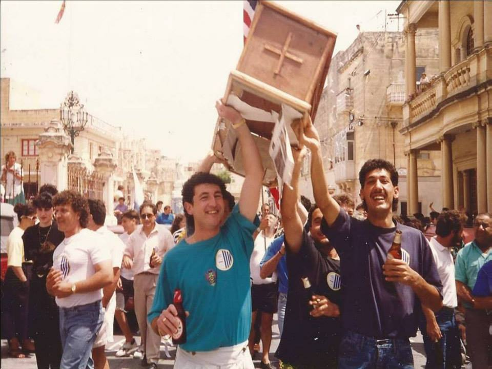 1990 supporters